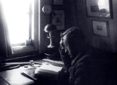 Adrien de Gerlache dans sa cabine | Photo issue de Wikipédia