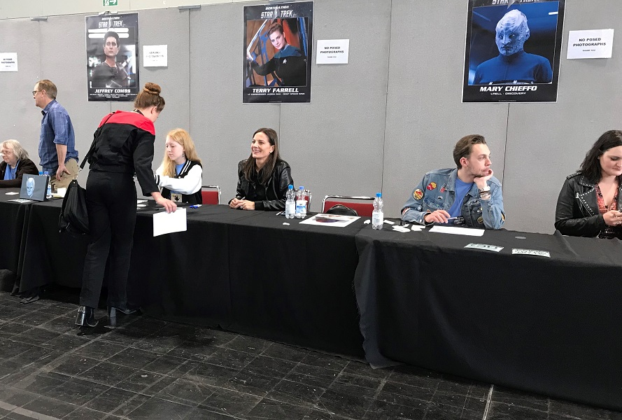 Mary Chieffo, Terry Farrell, Jeffrey Combs / Photo @KoyoliteTseila