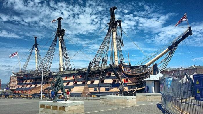 Le HMS VICTORY en pleine rénovation en 2013. Il a été construit en 1759 et lancé en 1765.