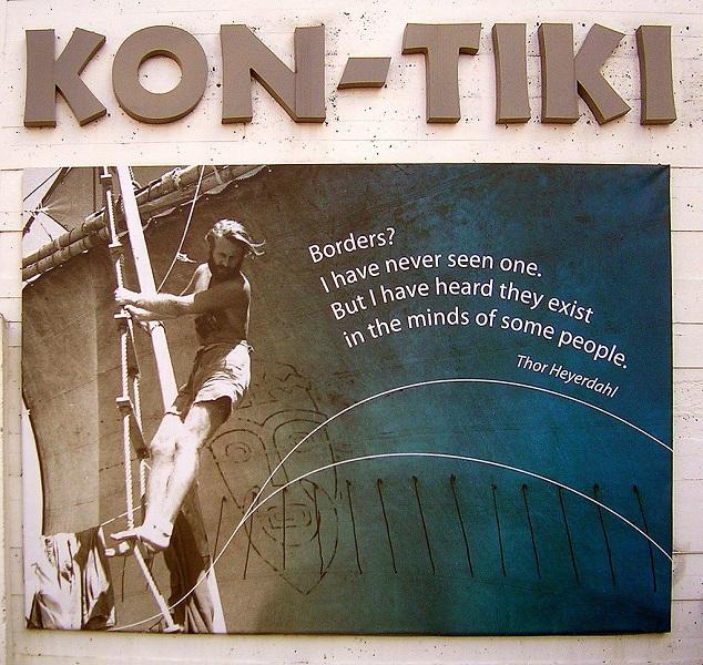 Citation de Thor Heyerdahl affichée à l'extérieur du musée du Kon-Tiki à Oslo