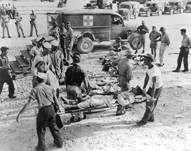 Survivants de l'Indianapolis à Guam, août 1945
